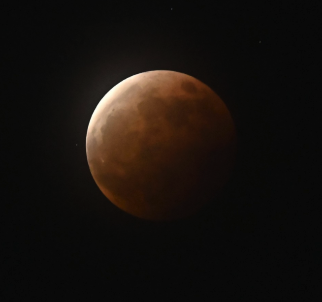 Japan witnesses total eclipse of super-moon